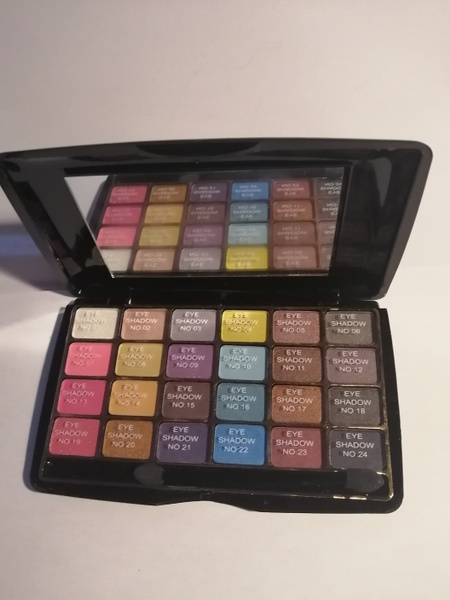 24 pcs role rose eyeshadow picture