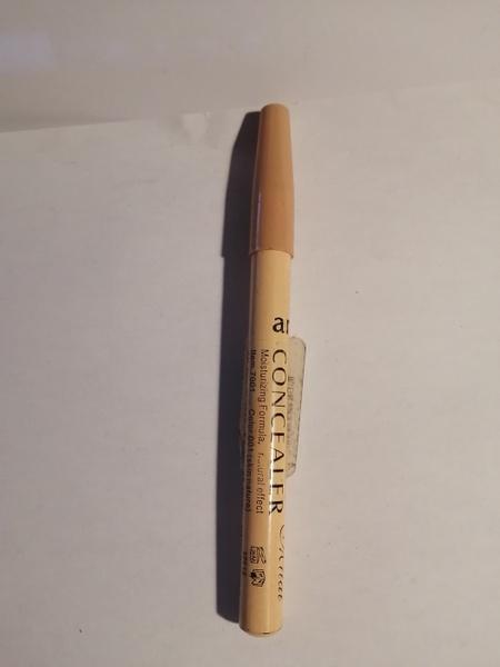 Concealer pen 001 picture
