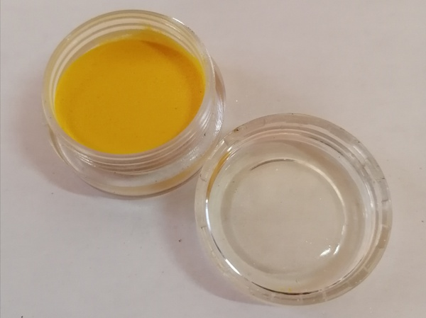 5 g yellow acrylic powder picture