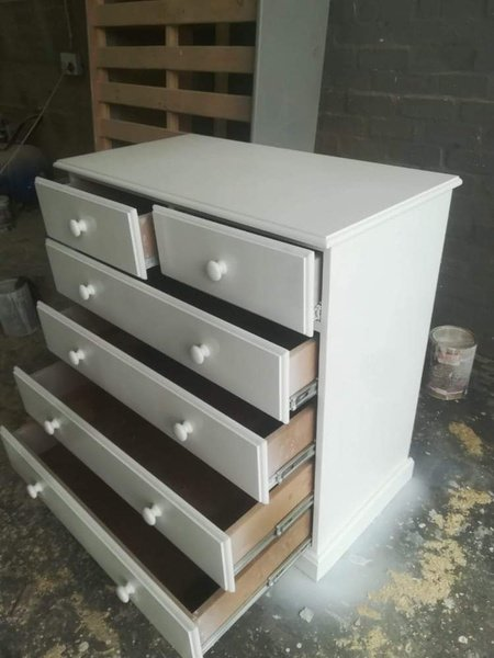 Pine chests of drawers picture