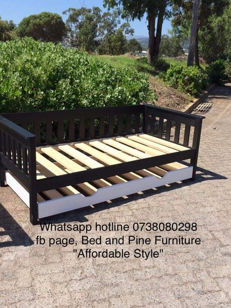 Pine daybeds picture