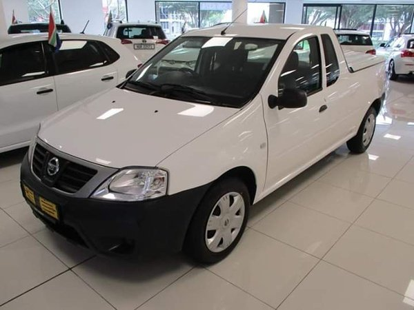 2011 nissan np 200 picture