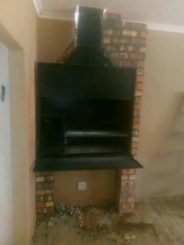 Built-in braai stand picture