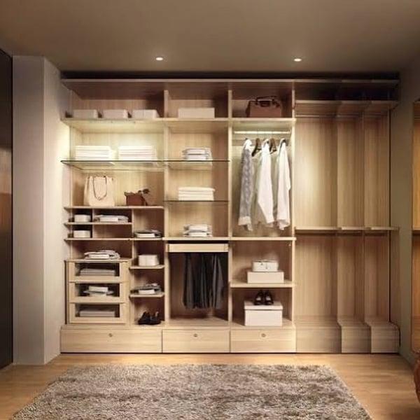 Built-in closet picture