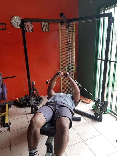 Multifunctional pulley machine picture