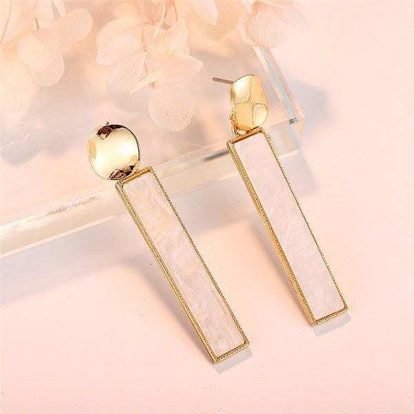 Solid cross border earrings picture