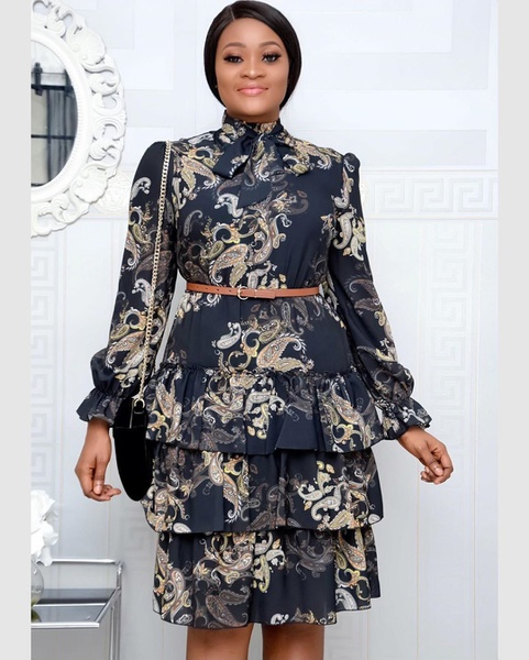 Large woman's autumn digital printing dress picture