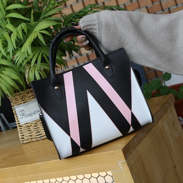 Popular triangle printing woman's bag picture