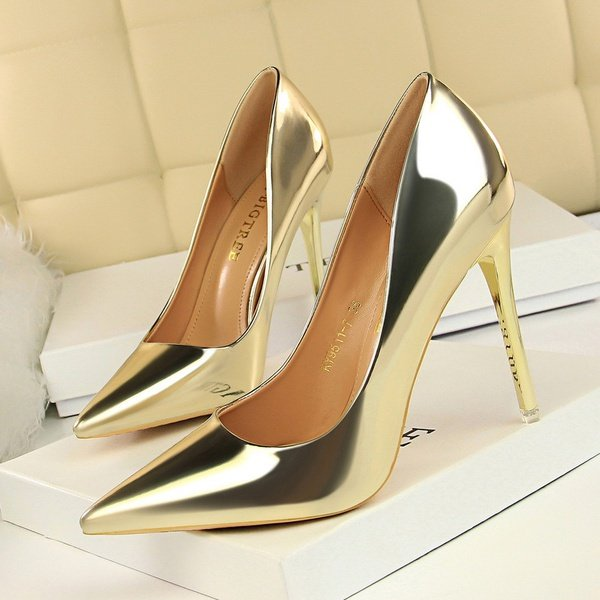 Women's high heels shoes picture