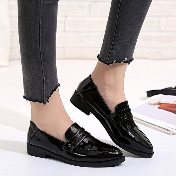 Women's leather shoes picture