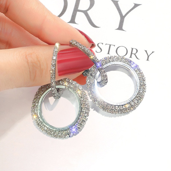 New fashion earings with diamond picture