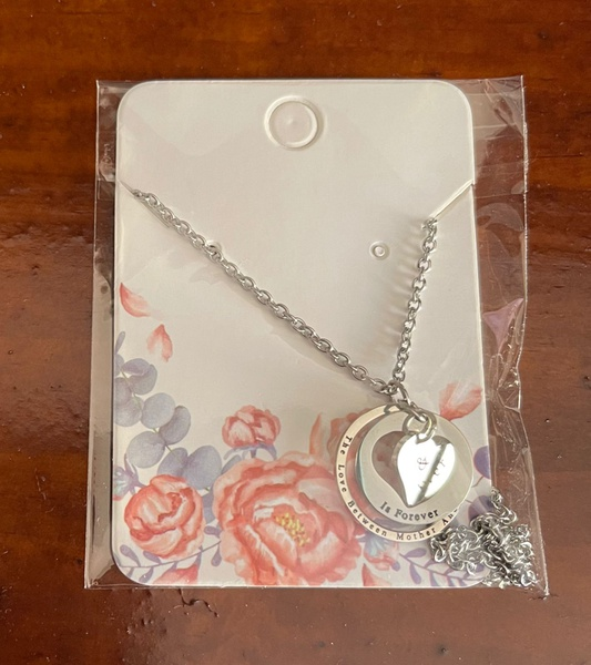 The love between mother & daughter necklace picture
