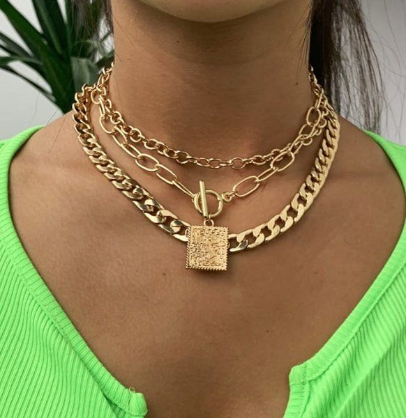 Queen necklace picture