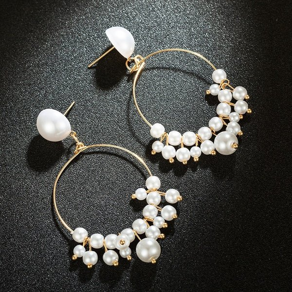 Pearl and gold earrings picture