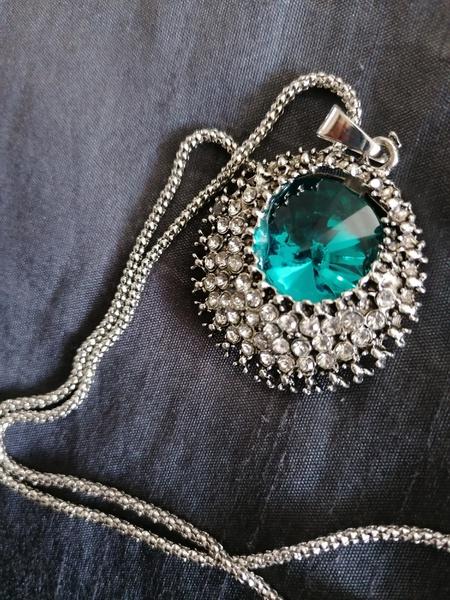 Sea blue necklace picture