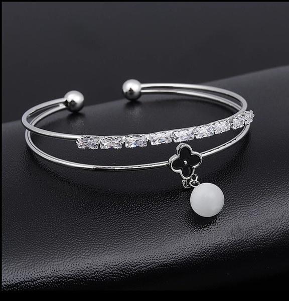 Von cleef bracelet picture