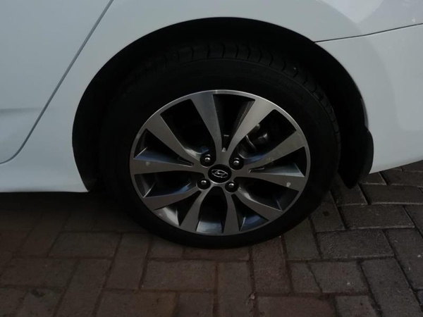 2014 hyundai accent 1.6 sedan(103976kms) picture
