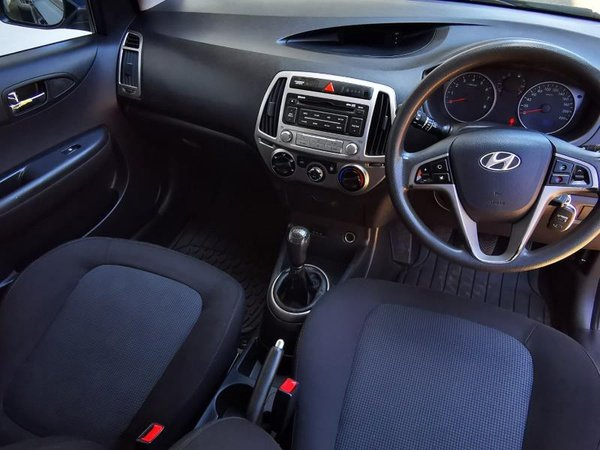 2012 hyundai i20 1.4 fluid(115,000kms) picture
