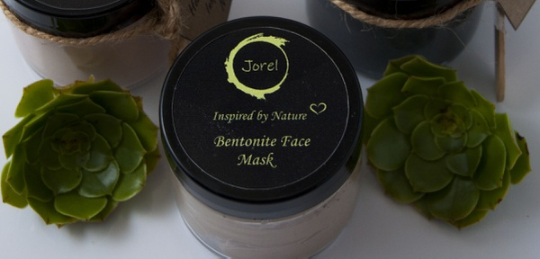 Bentonite clay mask picture