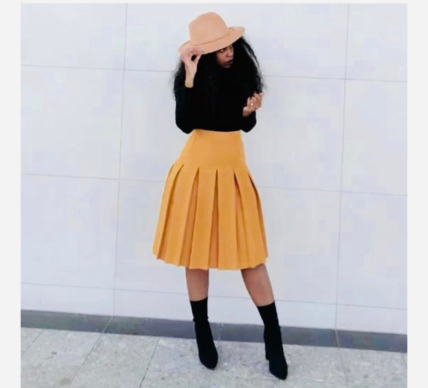 Maxi pleated skirt picture