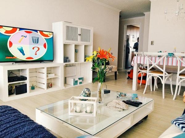 Tv unit / coffee table / display shelve brimvick picture