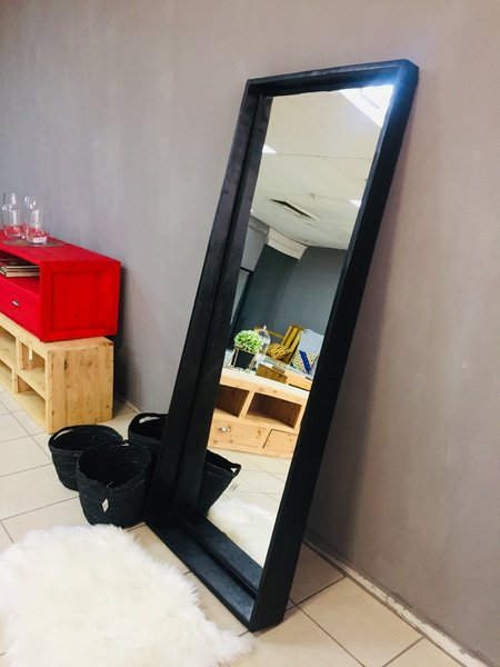 Eona mirror picture