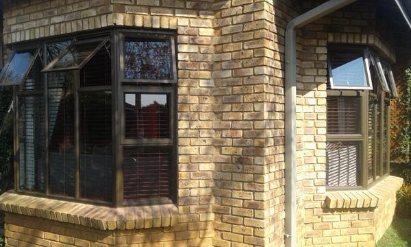 Aluminium top hung windows picture