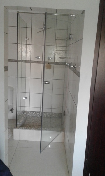 Frameless shower picture