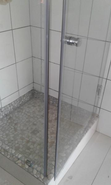 Frameless shower picture