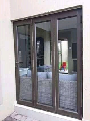 3panel folding door picture