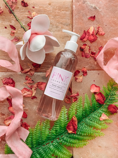 Rose gelly foaming facial wash picture