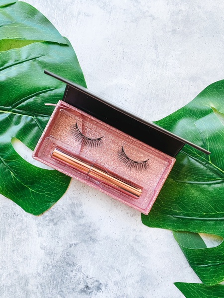 Magnetic lashes - demure picture