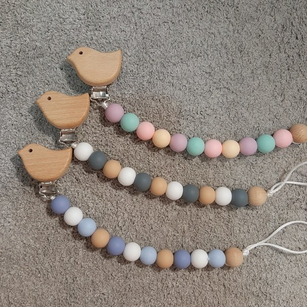 Bird beechwood & silicone dummy clip picture