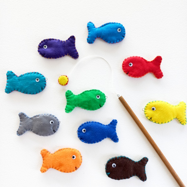 Magnetic fishing game picture