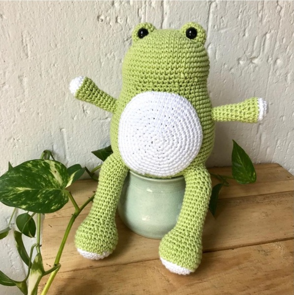 Fred the frog crochet toy picture