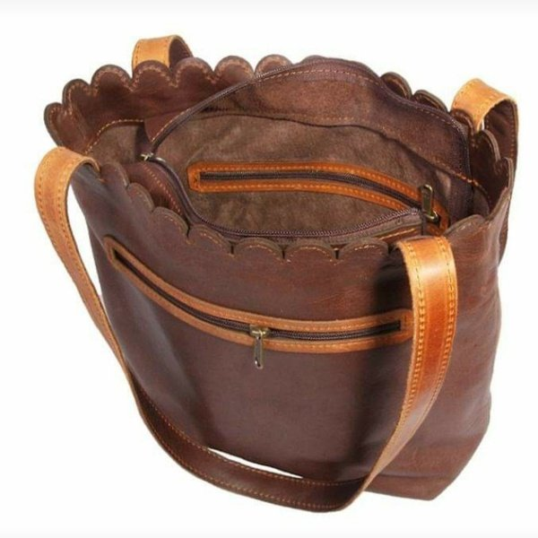 Scallop handbag picture