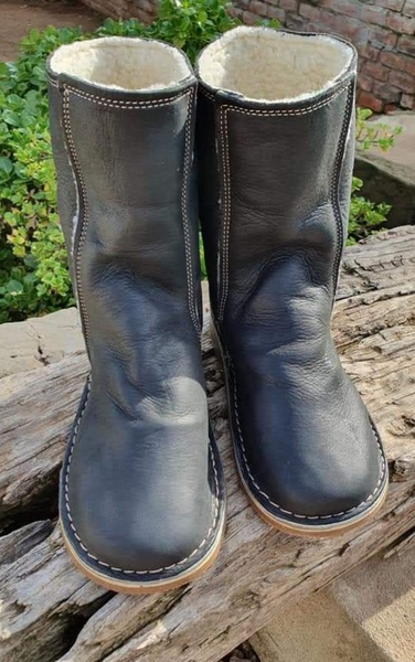 Ugg style boots - standard picture