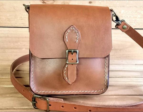 Petite messenger bag picture