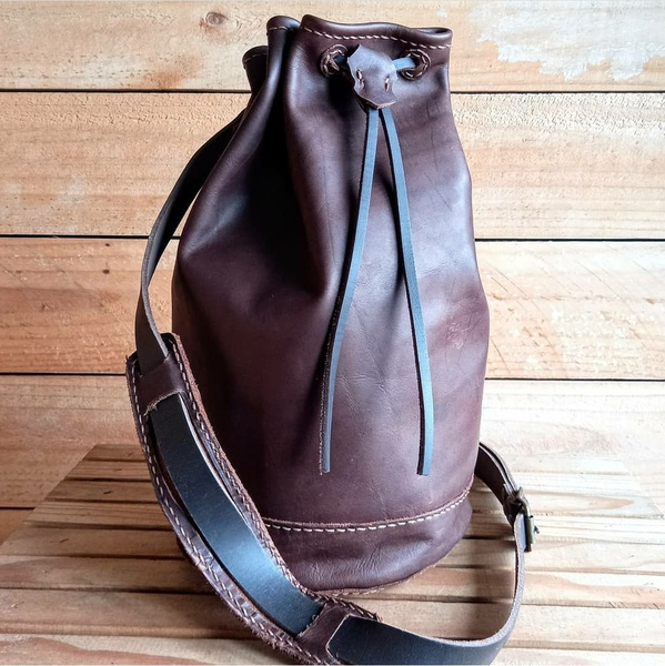 Military style duffle bag picture