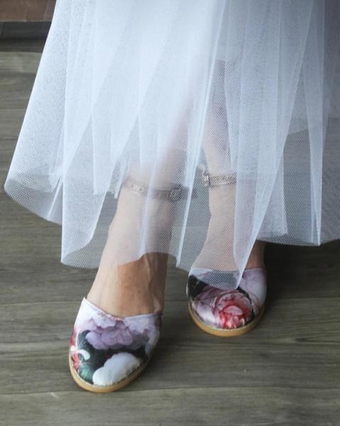 Bridal pink floral shoe picture