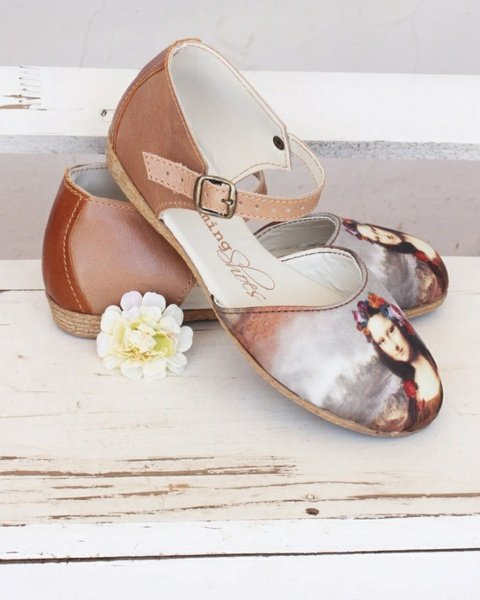 Lisa sandals picture