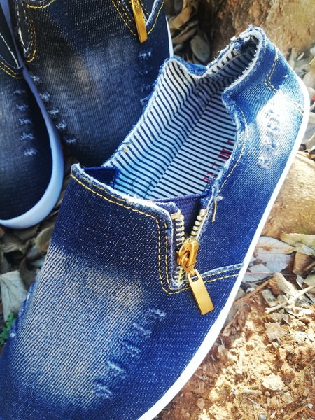 New style denim shoes picture