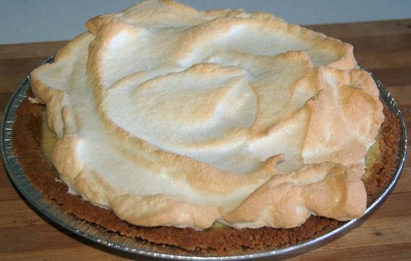 Lemon meringue pie picture