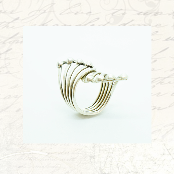 Vintage fan-shaped sterling silver ring picture