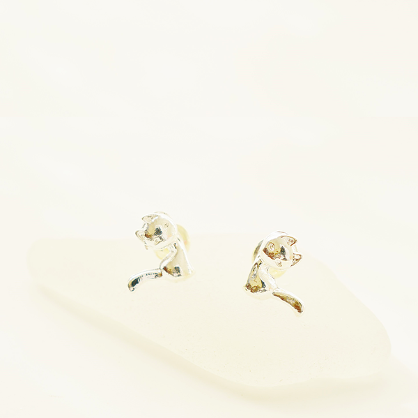 Sitting cat sterling silver stud earrings picture