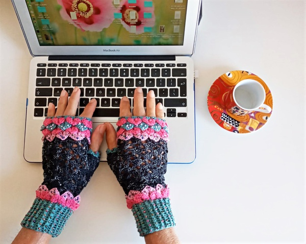Adult 'game of thrones' mittens - ml picture