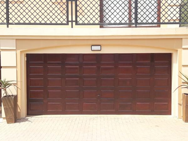 Varnishing of garage Doors picture