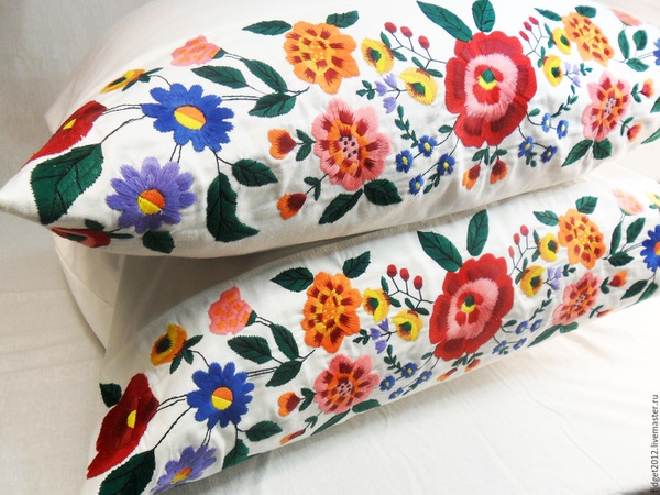 Pillow cases with embroidery picture