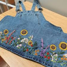 Clothes embroidery picture