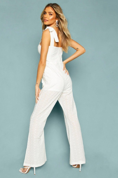 Summer's chic white jumpsuit picture